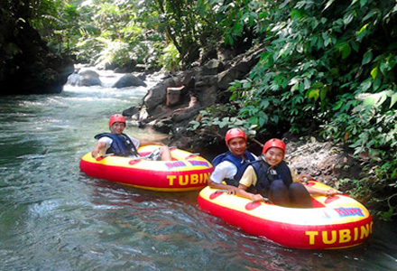 Bali river tubing near Ubud is a fun, safe water activity to include in an Ubud tour