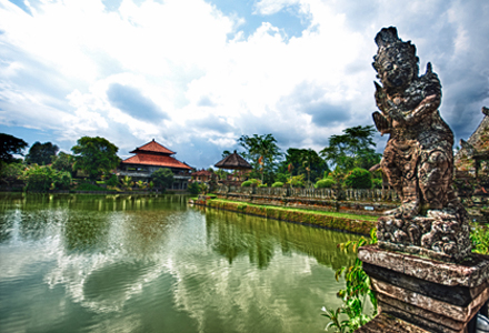 Lovina Tour: Visit Taman Ayun on a full day tour to Lovina north Bali