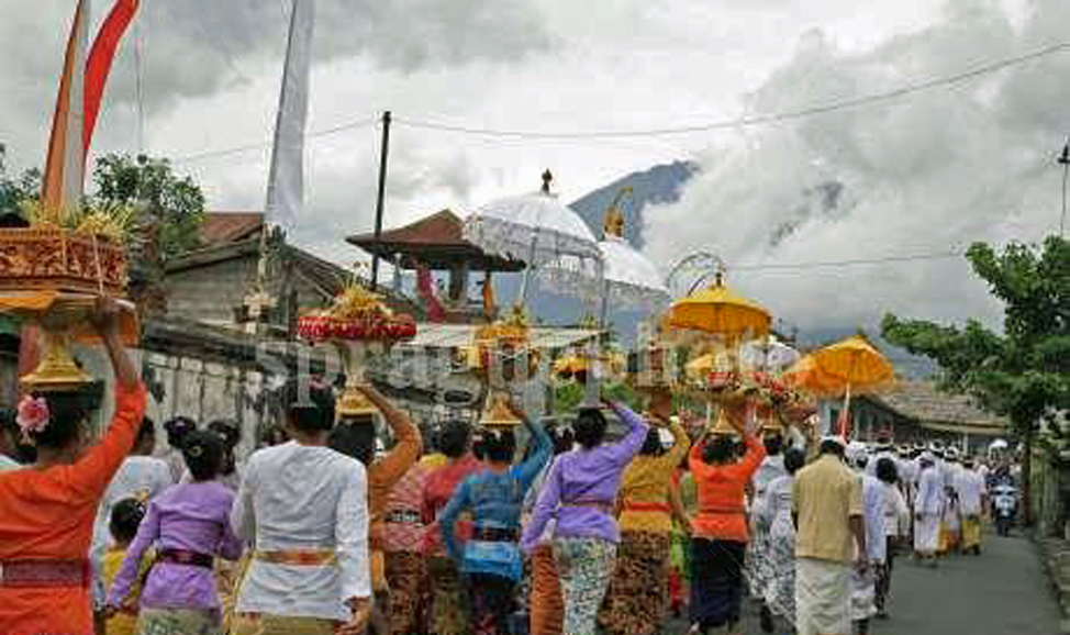 things to do in Bali - Klungkung , famous for its classic Balinese paintings, in East Bali near Mt Agung.
