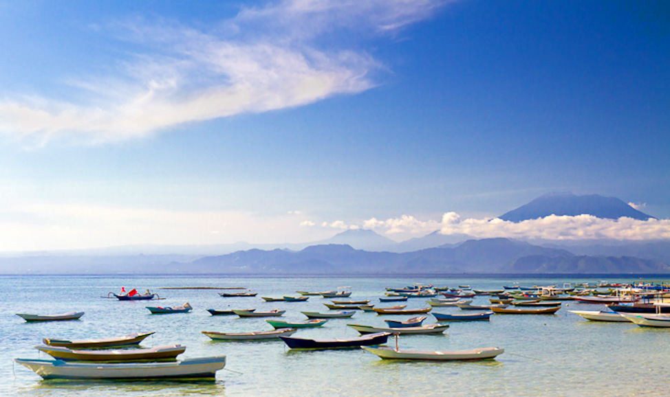 Things to do in Bali - Nusa Lembongan, near east Bali coast & connected to Nusa Penida by bridge - diving, snorkelling, surfing, boating & swimming beaches.