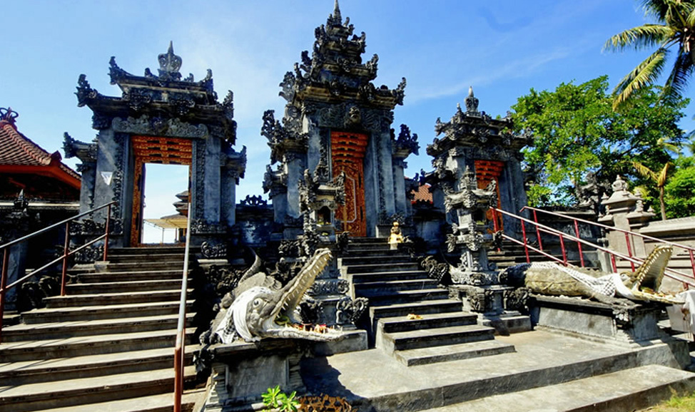 things to do in Bali - West Bali, Perancak Temple, a pretty temple but its main attraction is its location overlooking Perancak River.