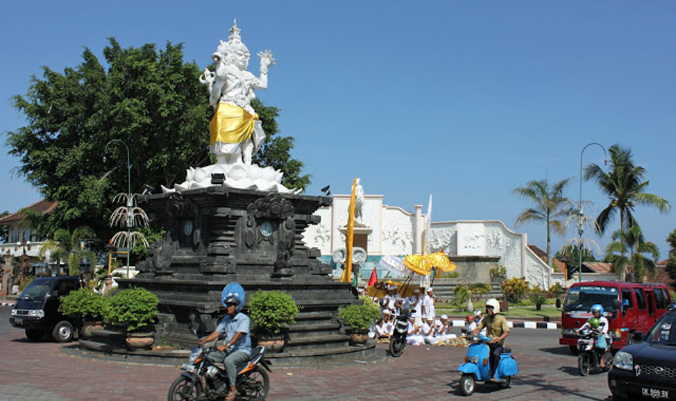 things to do in Bali - Singaraja statues