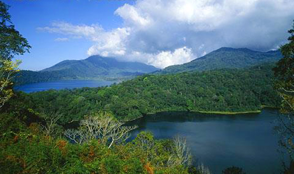 things to do in Bali - twin lakes north Bali