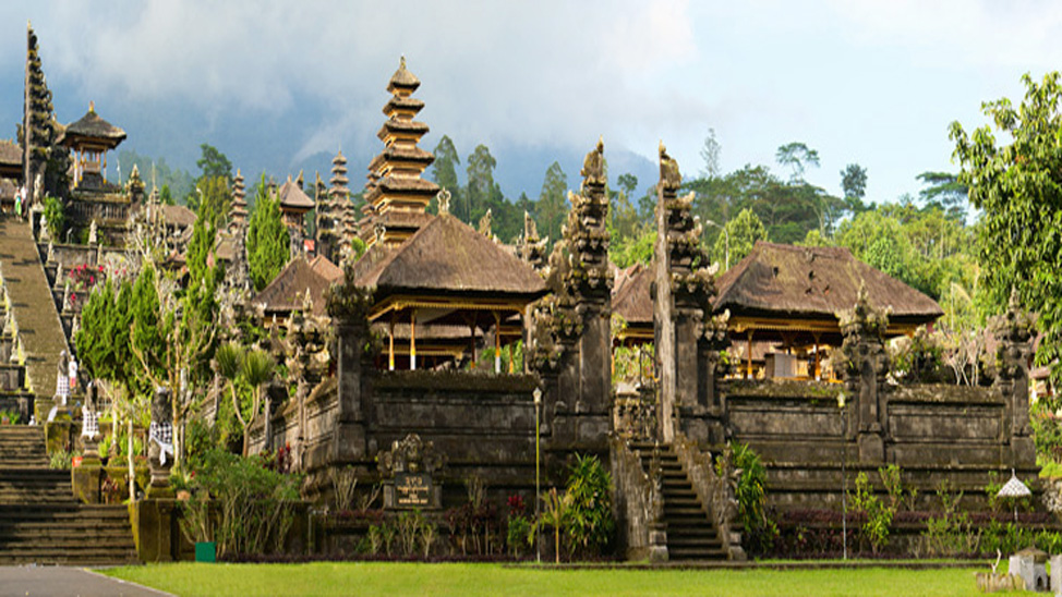 things to do in Bali - Besakih temple, Bali's 'mother' temple, a majestic complex sited on the slopes of the stunning Mount Agung.
