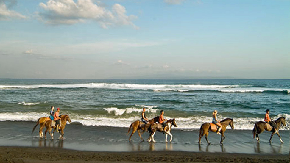 things to do in bali - horse riding on Saba beach